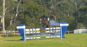 Coming to last fence looking fantastic Open 1.20m jump off